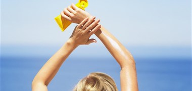 Les crèmes solaires polluent les mers et les océans