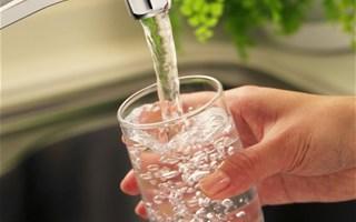 Eau potable : près d'1 million de français boivent une eau polluée aux pesticides ou nitrates