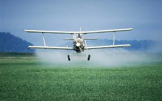 Epandage par avion de pesticides