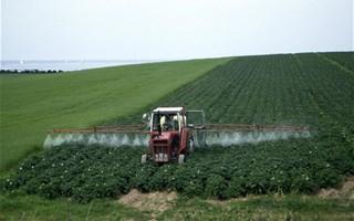 Épandage des pesticides près des habitations en période de confinement : interpellez votre préfet