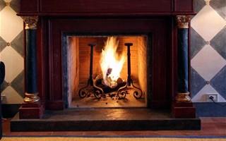 Interdire ou non les cheminées à foyer ouvert ?
