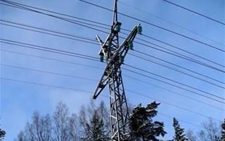 Ligne électrique sous la neige