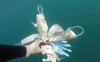 Des masques et des gants jetables déjà retrouvés dans la mer méditerranée