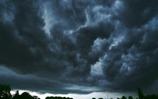 Nuages noirs d'une tempête