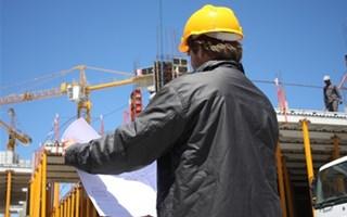 Ouvrier du bâtiment au travail