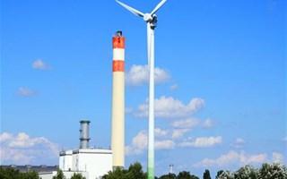 Usine et éolienne