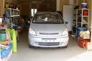 Garage avec voiture