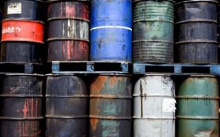 Fûts de déchets industriels toxiques