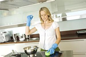 Je dégraisse ma cuisine avec du savon noir