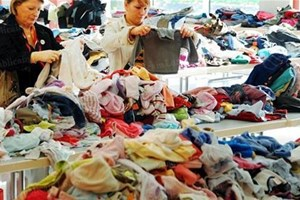 Donner les vêtements aux associations